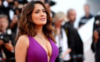 Salma Hayek handled For Head damage In Boob Shirt From Set Of inebriated folks