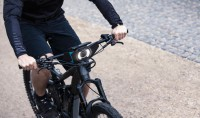 This Handlebar-installed telephone-Holder Turns Your Dumb Bike Into a sensible desktop