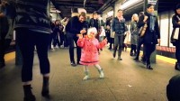 This Little girl Dancing On A Subway Platform Will melt Your chilly, chilly coronary heart