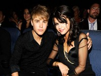 Selena Gomez Moved On From Justin Bieber Who Sees Fan fight In Paris