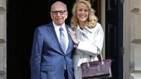 Jerry hall appears to be like attractive As She Marries Media wealthy person Rupert Murdoch