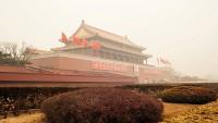 Mark Zuckerberg Jogs thru Beijing Smog