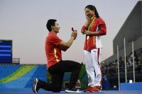 Chinese Divers Get Engaged at Olympics Medal Ceremony