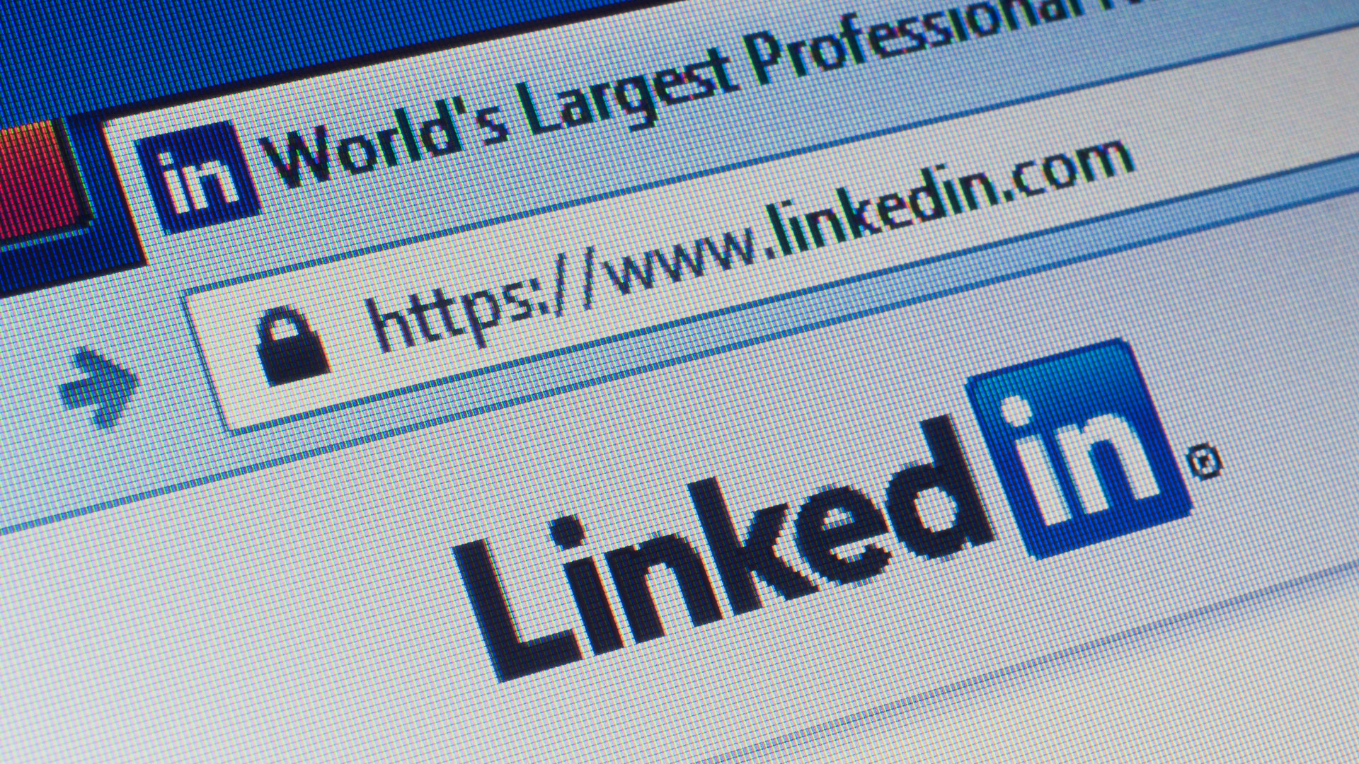 LinkedIn refreshes desktop interface, emphasizing content and conversation