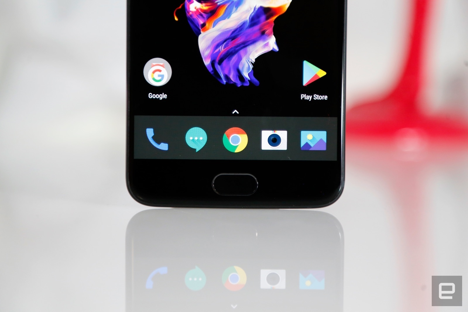 The OnePlus 5 has an update coming to fix its scary 911 reboot bug | DeviceDaily.com