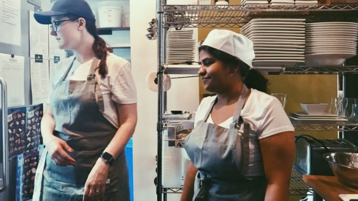 This Pop-Up Restaurant Trains Refugee Chefs While It Serves Their Delicious Food | DeviceDaily.com