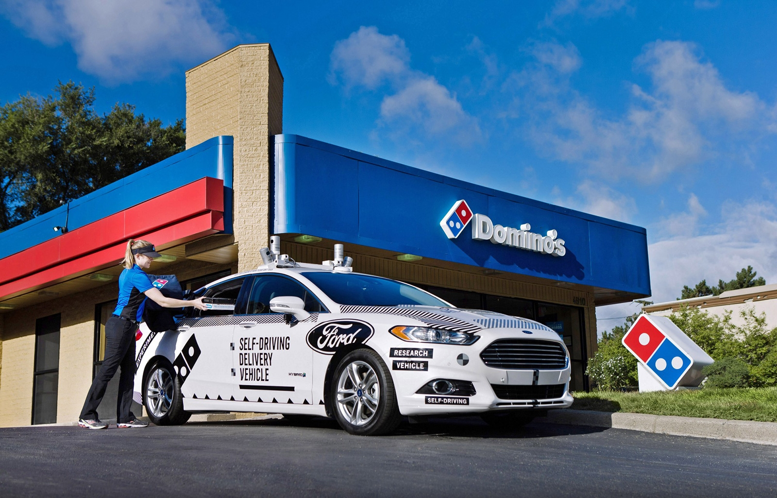 An autonomous Ford Fusion will deliver Domino's in Michigan | DeviceDaily.com
