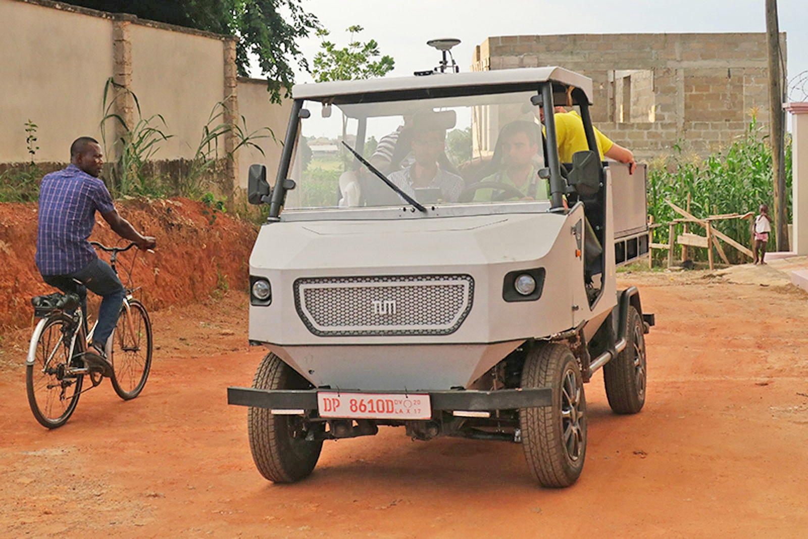 Electric car prototype is built for Africa's rural roads | DeviceDaily.com