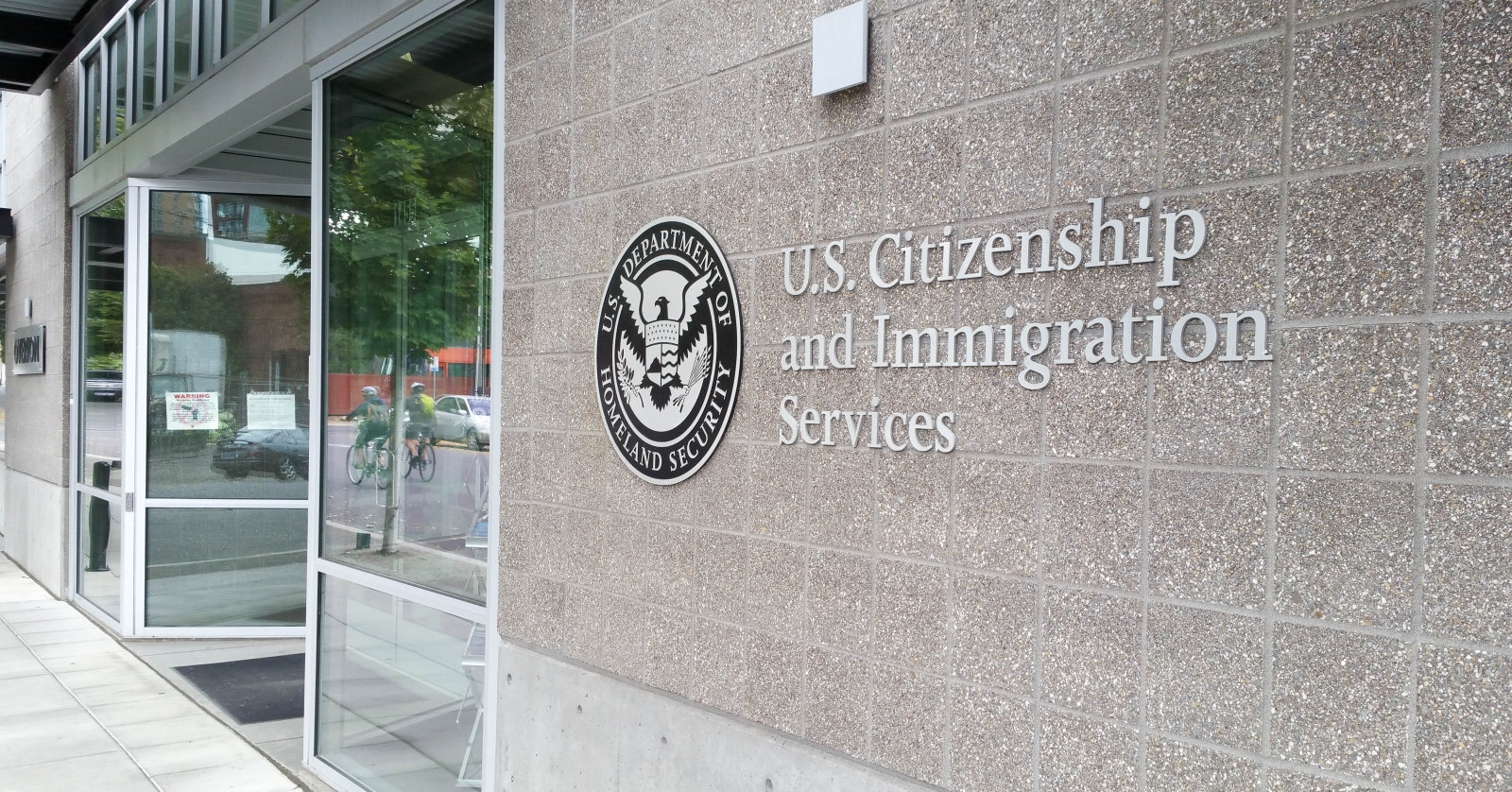 Americans are horrified by DHS plan to track immigrants on social media | DeviceDaily.com