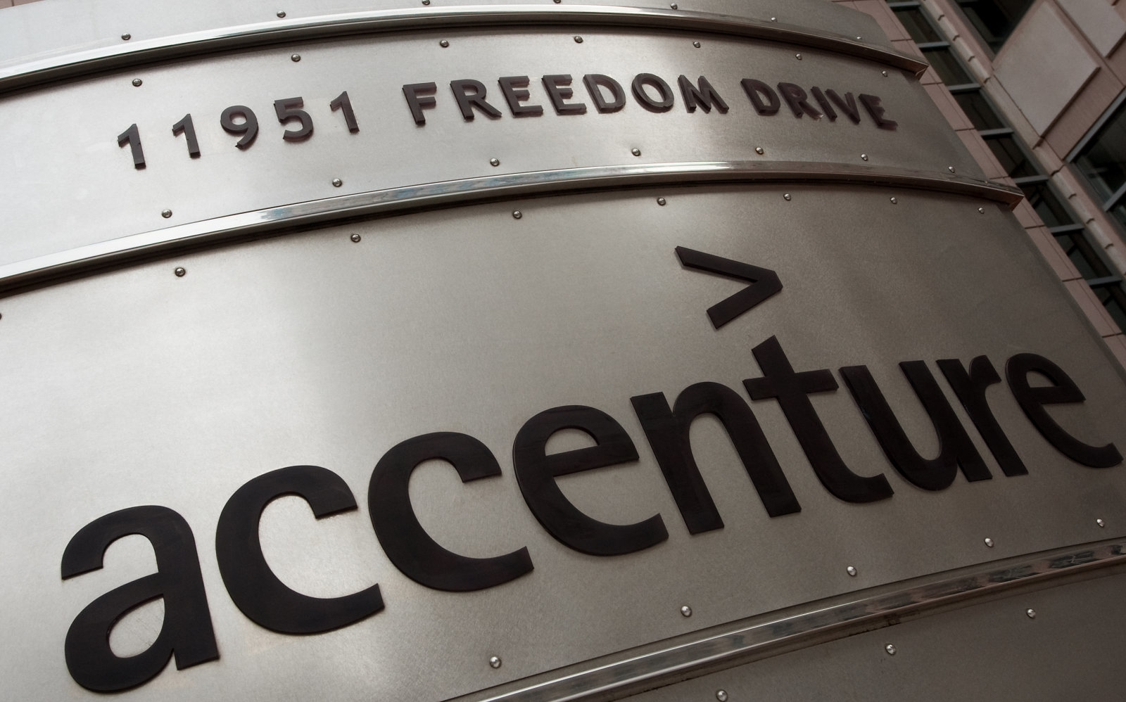 Accenture left four servers of sensitive data completely unprotected | DeviceDaily.com