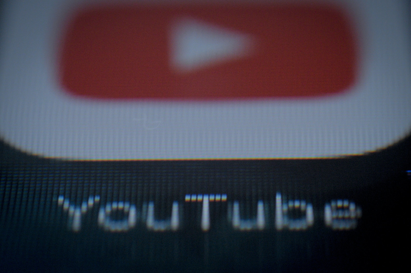 Companies pull ads from YouTube over comments in child videos | DeviceDaily.com