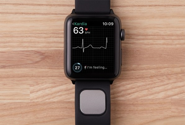 EKG-Reading Kardia Band Is First Apple Watch Accessory To Get FDA Clearance | DeviceDaily.com