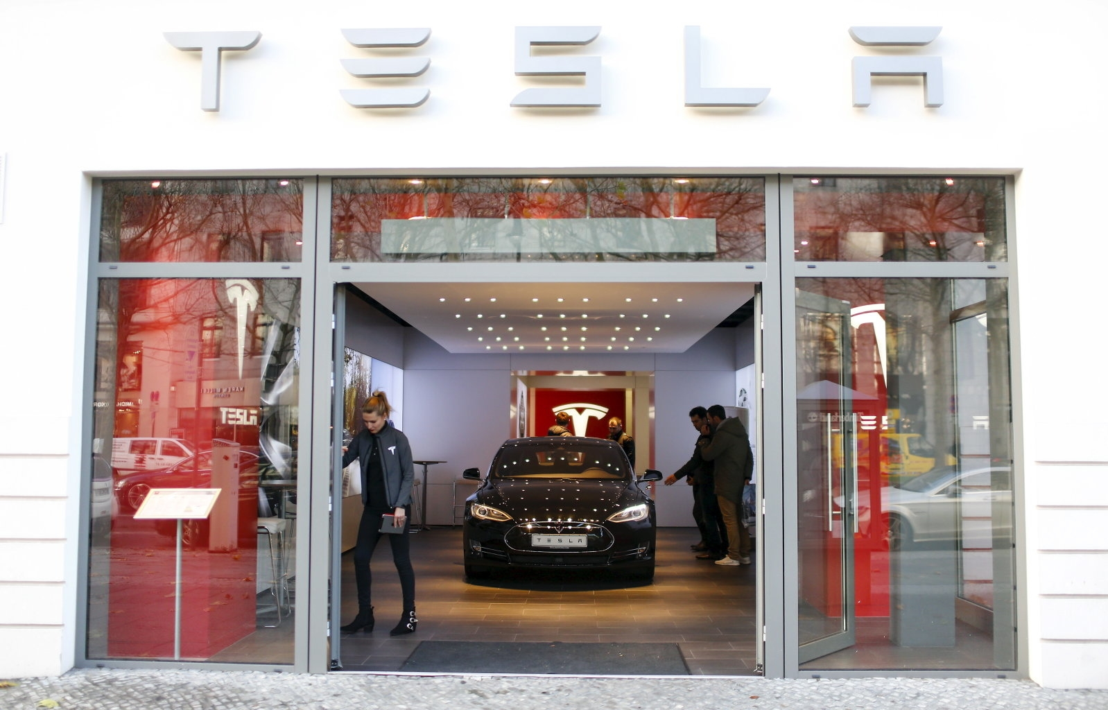 Tesla can sell EVs in Missouri again after court win | DeviceDaily.com