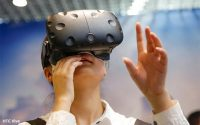 HTC Vive Leads VR Market, Oculus Rift Gains In Popularity