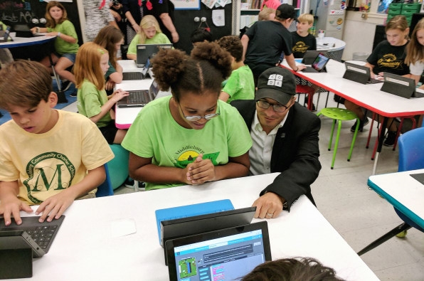 Code.Org Is Giving Kids A Chance To Code By Bringing Computer Science To Schools | DeviceDaily.com
