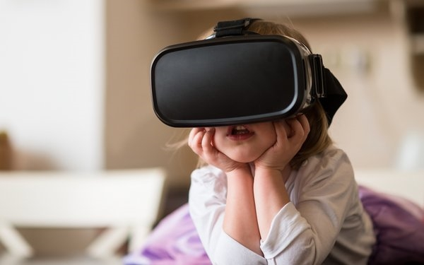 58% Of Parents Concerned About Negative Health Effects In Children Using Virtual Reality | DeviceDaily.com