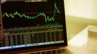 "As Facebook's stock plummets, analysts warn of new ""enhanced risks"""