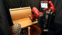 Oops! This MIT robot knows it made a mistake by reading human brainwaves
