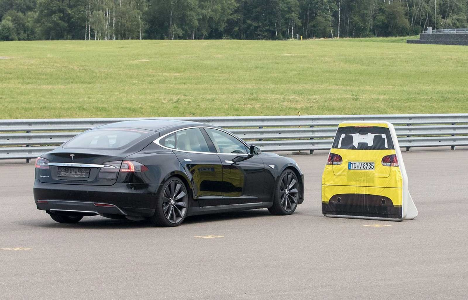 Tesla and Luxembourg squabble over failed Model S braking test | DeviceDaily.com
