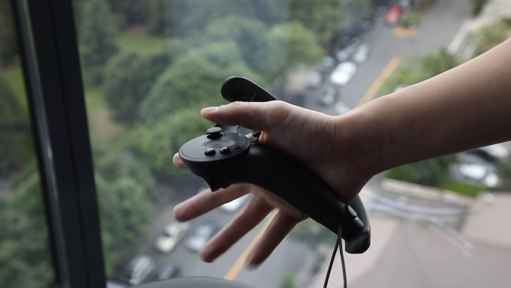 Valve's Knuckles EV2 controller will let you squeeze things in VR | DeviceDaily.com