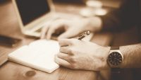 Psychologists explain how left-handed people work differently
