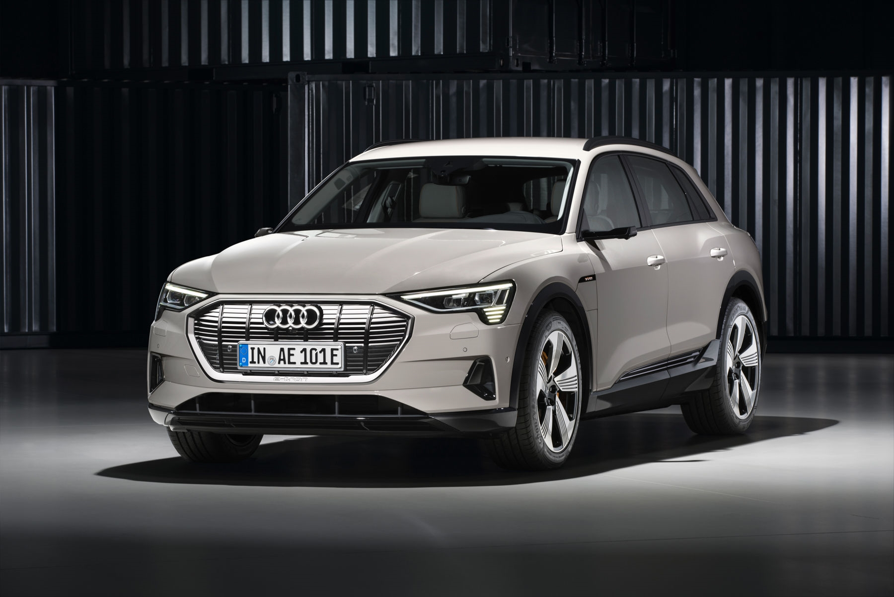 Audi rips the camouflage off its E-Tron electric SUV | DeviceDaily.com