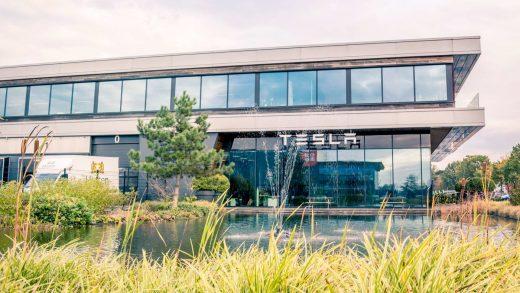 As Elon Musk's antics go viral, two high-level Tesla execs just quit