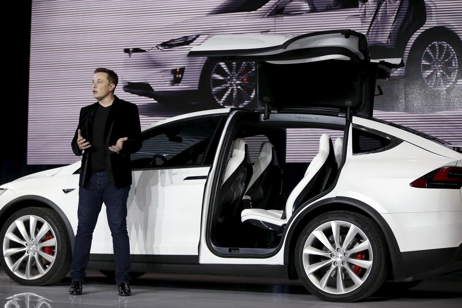 Elon Musk: Tesla will stay public | DeviceDaily.com