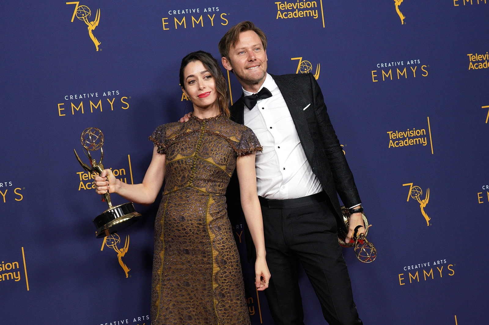 Netflix, Hulu and Amazon win numerous creative Emmy awards | DeviceDaily.com