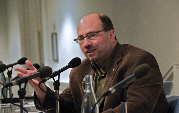 Craig Newmark gives $5 million to vets, continuing his charitable spending spree | DeviceDaily.com