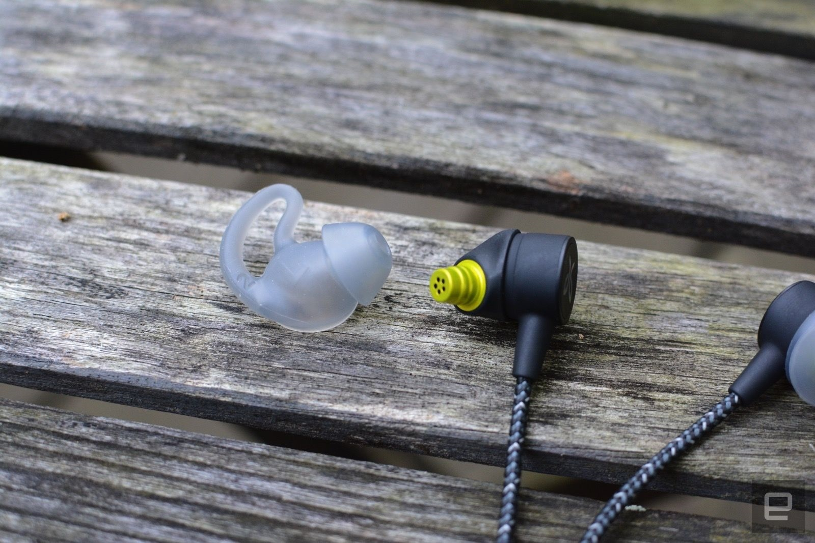 Jaybird's Tarah Pro wireless earbuds offer 14 hours of music for $160 | DeviceDaily.com