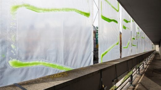 """These algae-filled """"urban curtains"""" suck CO2 from the air"""