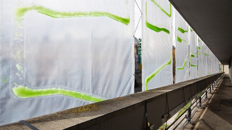 """These algae-filled """"urban curtains"""" suck CO2 from the air   DeviceDaily.com"""
