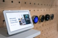 Google dismisses reported Home Hub security flaw