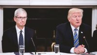Trump threatens a 25% tariff on the iPhone and Apple laptops