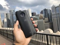 Verizon links a Moto Z3 to its 5G network in a 'world's first'