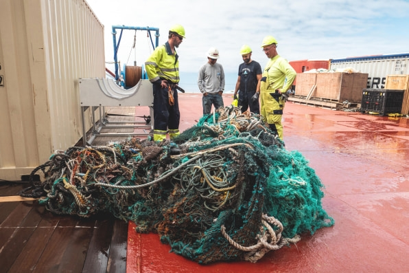 The giant Ocean Cleanup device is having some trouble cleaning up the ocean   DeviceDaily.com