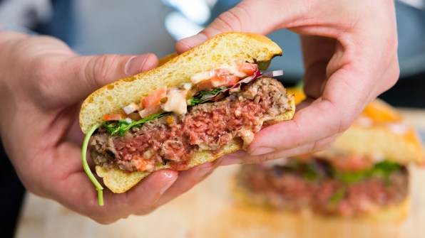 We tried cooking the new Impossible Burger | DeviceDaily.com