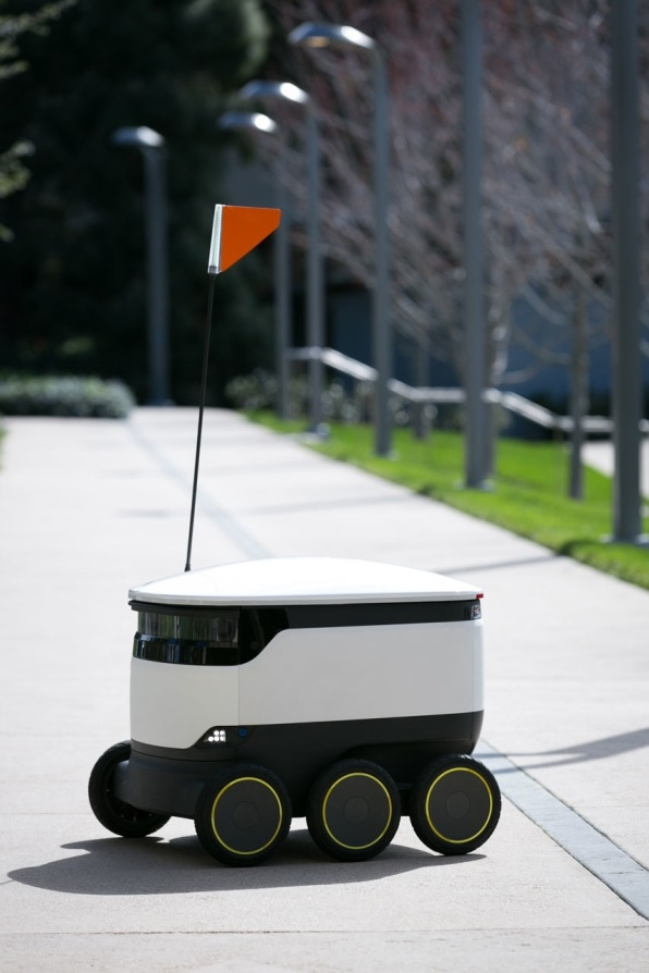 These cute little robots now deliver late-night snacks to world's luckiest college kids | DeviceDaily.com