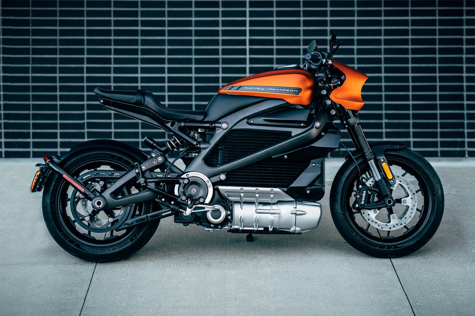 Harley-Davidson's first electric motorcycle arrives in August for $30K | DeviceDaily.com