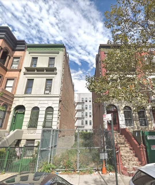 This lot is just 17 feet wide. NYC wants your ideas for turning it into housing | DeviceDaily.com