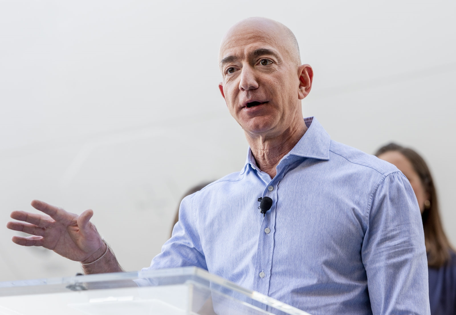 Jeff Bezos accuses the National Enquirer of 'extortion and blackmail' | DeviceDaily.com