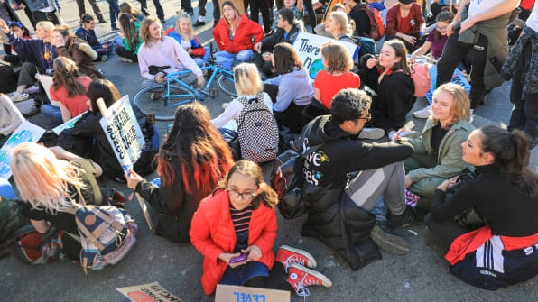How kids organized the massive school walkout demanding action on climate change | DeviceDaily.com