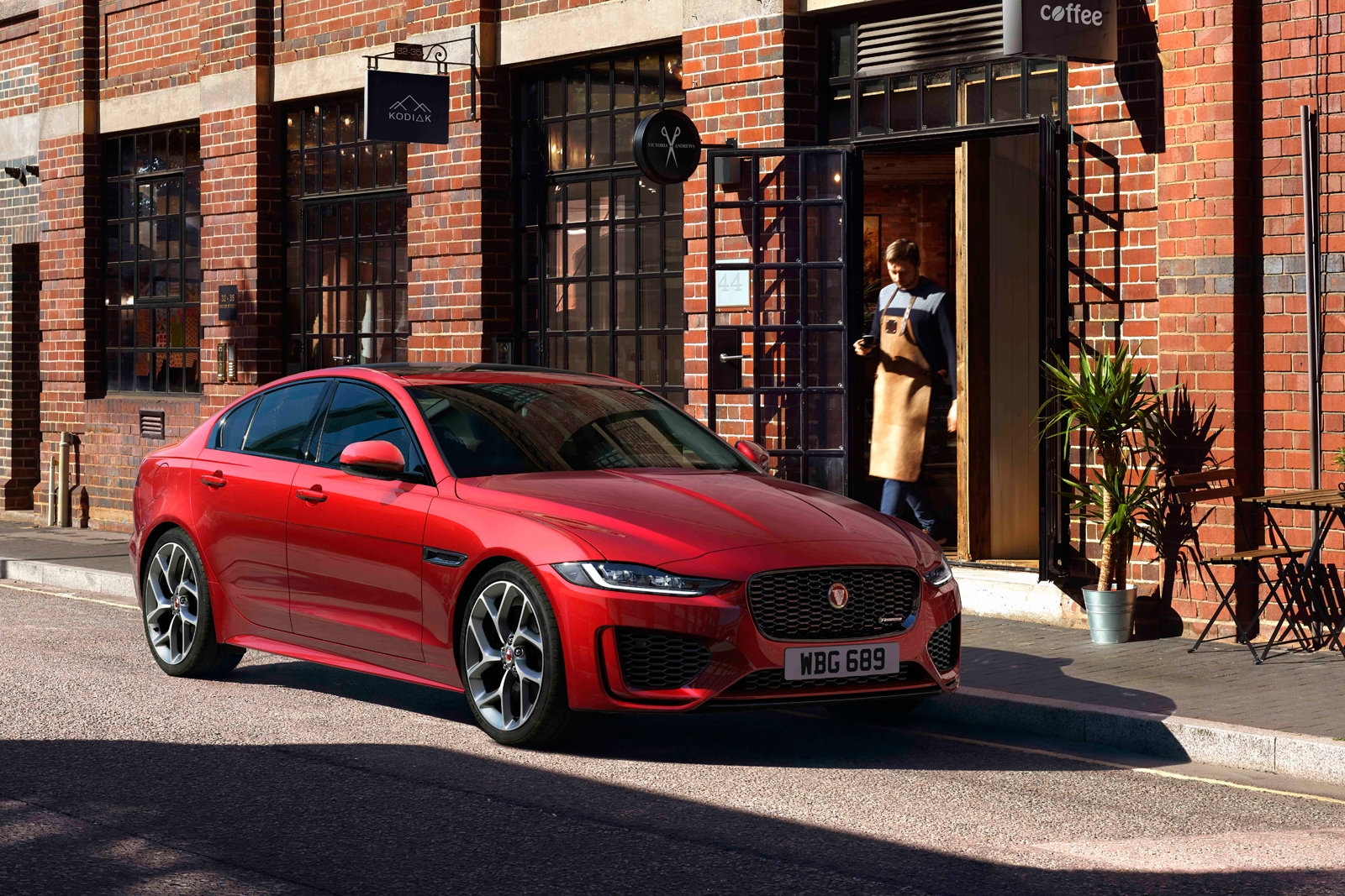 Jaguar's 2020 XE uses AI to help you get comfortable | DeviceDaily.com