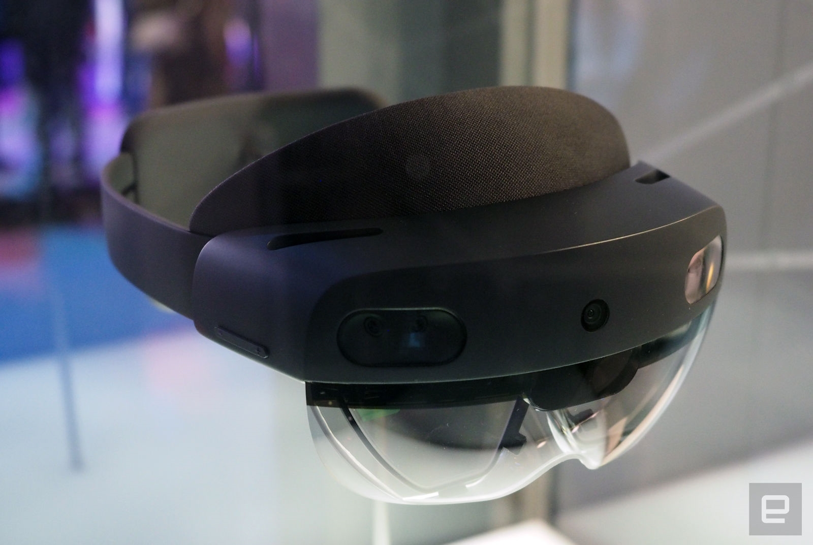 Microsoft HoloLens 2 hands-on: A giant leap closer to mixed reality | DeviceDaily.com
