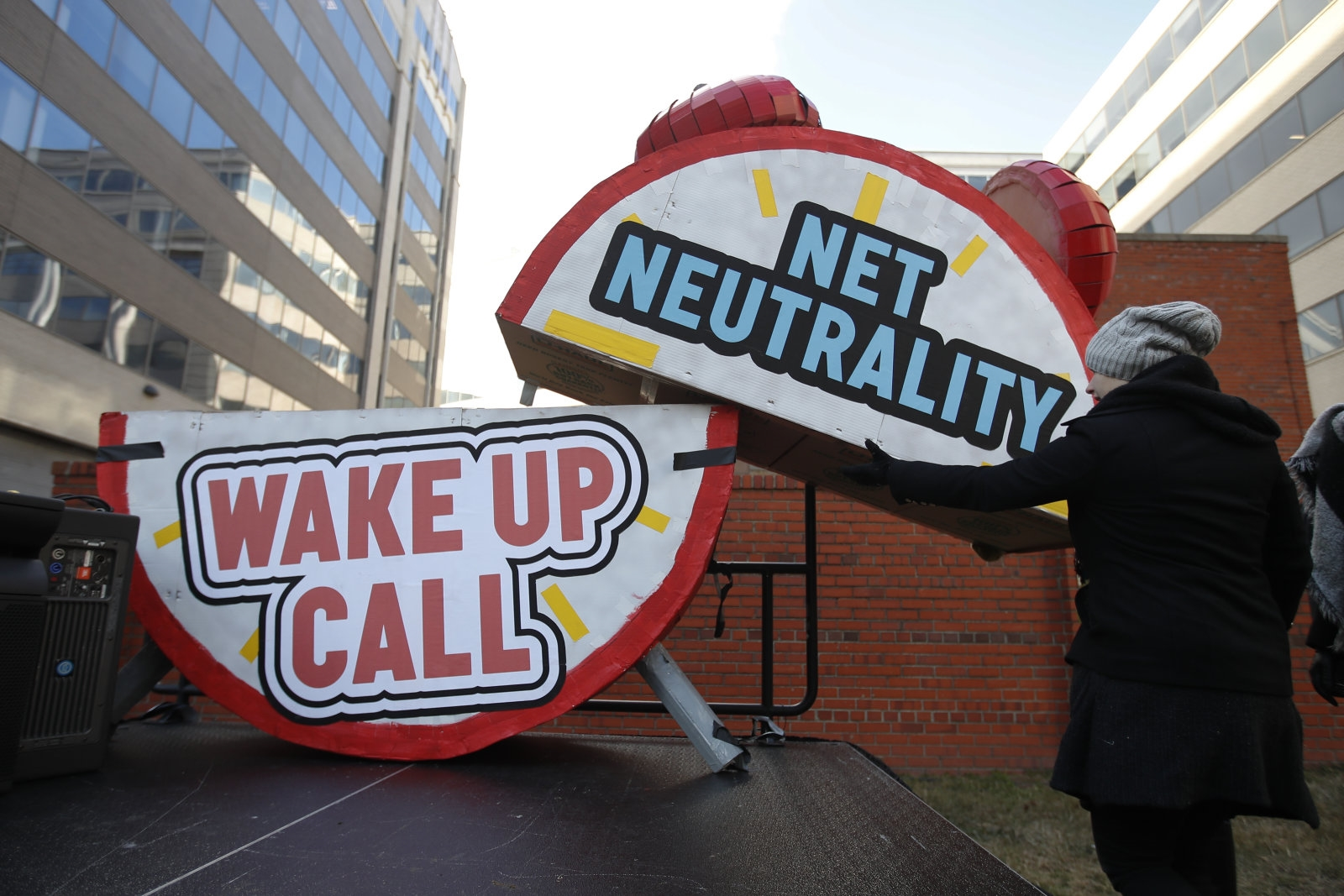 House Democrats will introduce bill to reinstate net neutrality rules | DeviceDaily.com