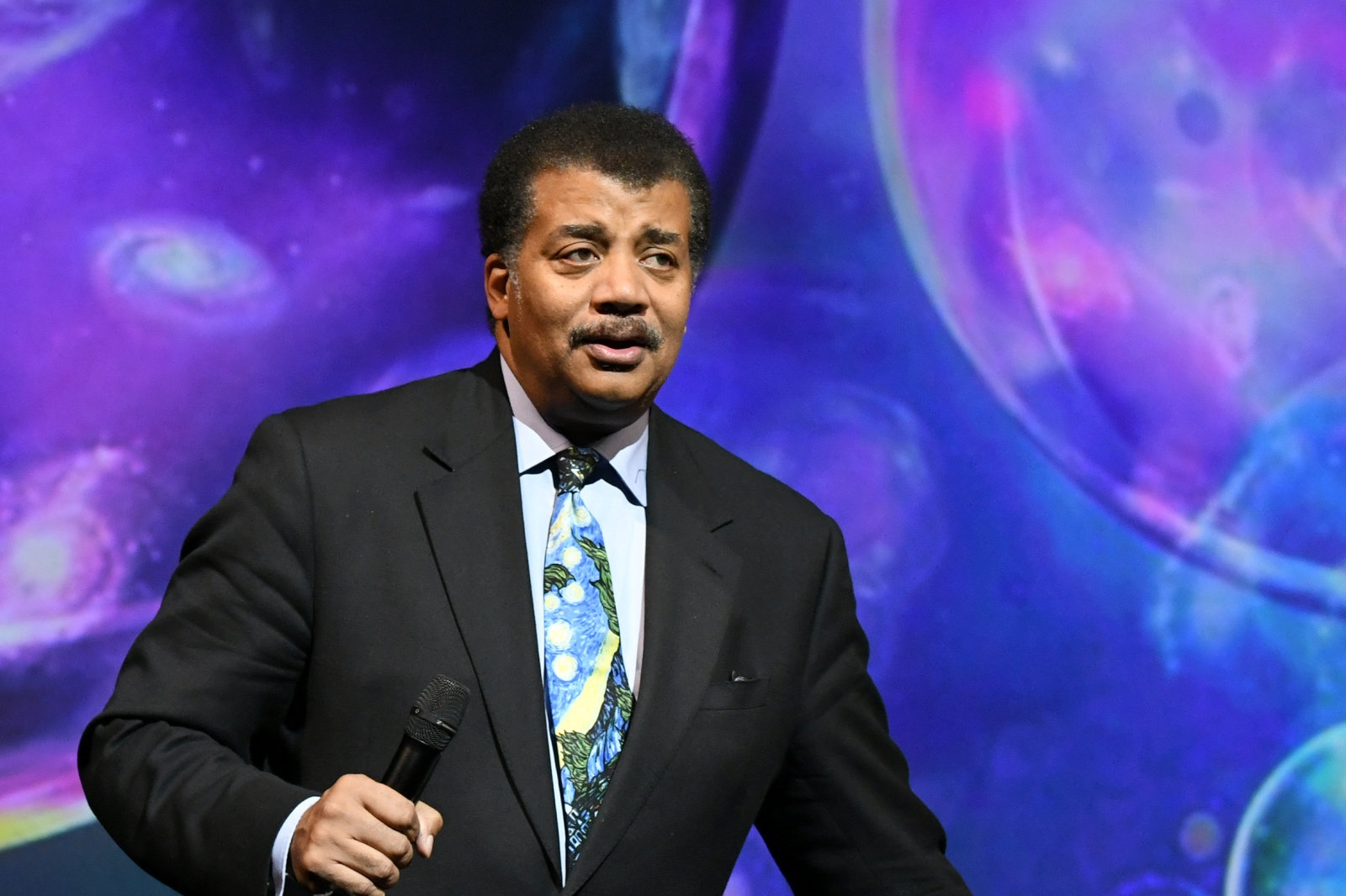 Neil deGrasse Tyson will continue with 'Cosmos' after investigation | DeviceDaily.com