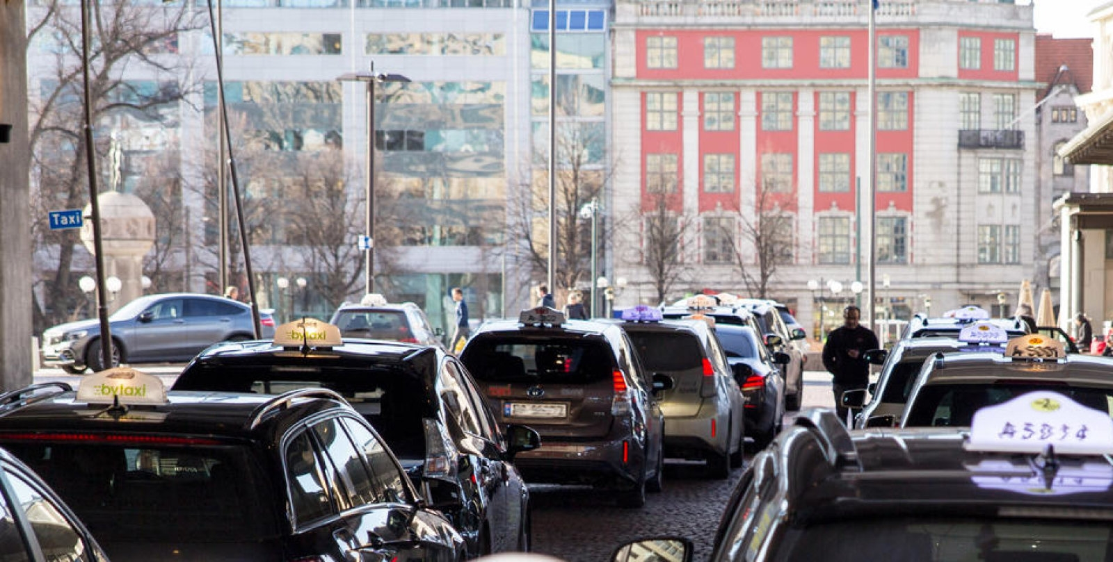 Oslo is working on wireless charging for its electric taxis   DeviceDaily.com