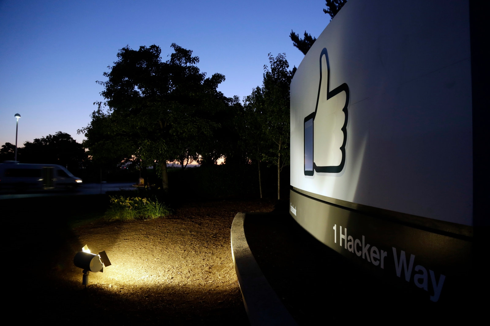 Over 20,000 Facebook employees had access to 600 million user passwords | DeviceDaily.com