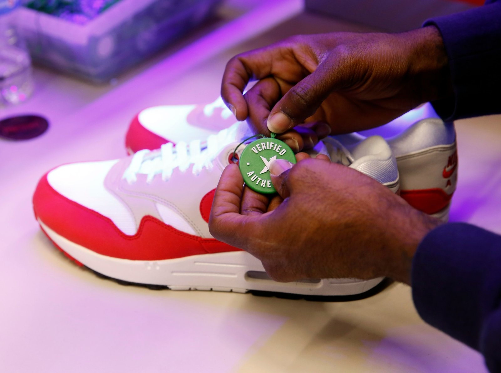 The best apps for buying sneakers | DeviceDaily.com